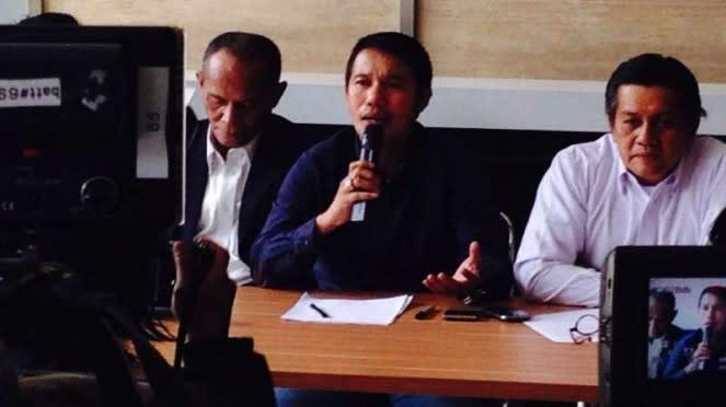 Plt Sekjen PSSI, Yunus Nusi (tengah)
