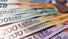 歐羅10月全球支付量超美元 近8年首稱冠 專家估難持久