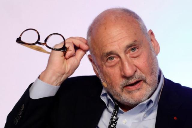 El economista ganador de un Premio Nobel, Joseph Stiglitz, gesticula durante el Congreso Mundial del Instituto de Asuntos Económicos (IEA) en Ciudad de México, México, el 19 de junio de 2017 (REUTERS / Edgard Garrido).