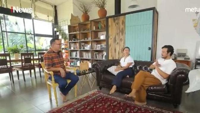 Tampilan rumah Dwi Sasono dan Widi Mulia. (YouTube Alvin & Friends via Merdeka.com)