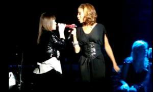 Kelly Clarkson & Tamyra Gray Honor Whitney Houston at Atlanta Concert