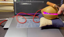 【有片】電競級我佛你 USB對應木魚邊敲邊顯示經文