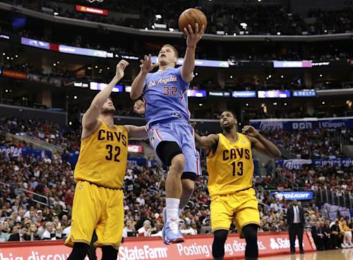 Griffin leads Clips past Cavs to 11th straight win