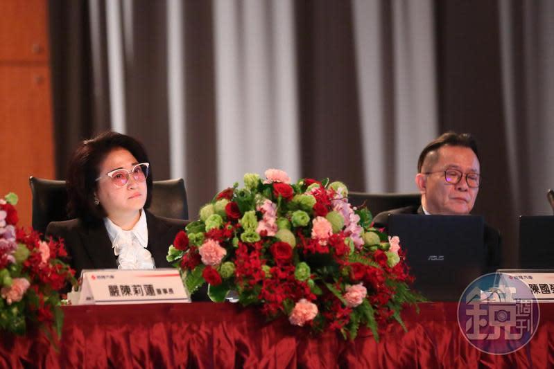 嚴陳莉蓮(左)出手納智捷減資99%,原任華創車電董事長陳國榮(右)卸任。