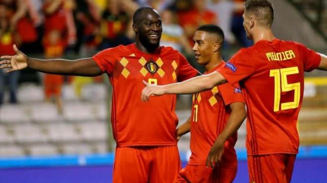Para pemain Timnas Belgia merayakan gol Romelu Lukaku (kiri)