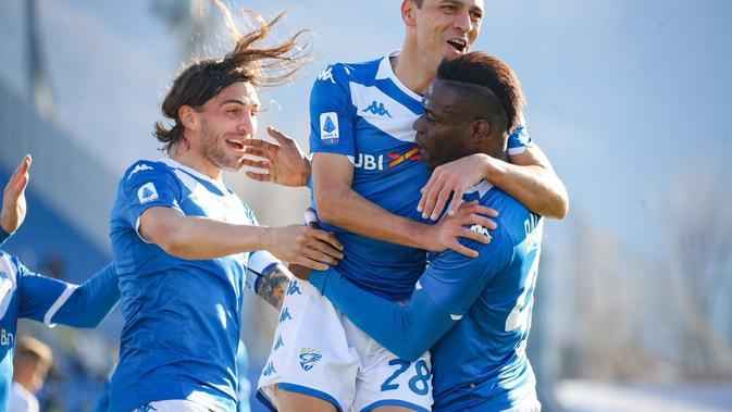Mario Balotelli merayakan golnya ke gawang Lazio. Sayang, pada laga yang digelar Minggu (5/1/2020) waktu setempat, Brescia takluk 1-2. (Dok. Brescia)