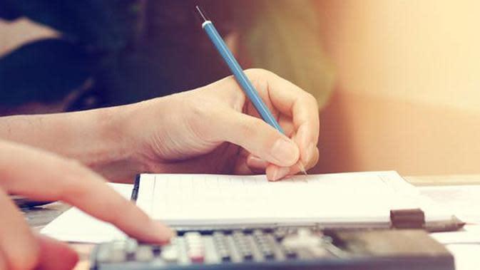 Tips mengatur keuangan rumah tangga dengan gaji Rp 5 Juta per bulan dan tetap bisa menabung untuk masa depan.