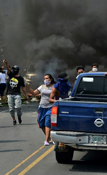 Protesters block the highway east of the capital Tegucigalpa on Monday to prevent COVID-19 funerals near their communities