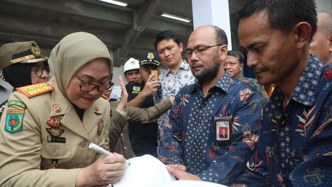 Menteri Ketenagakerjaan Ida Fauziyah saat kegiatan Bulan K3 tahun 2020 yang dilaksanakan di lapangan PTPN V, Pekanbaru, Provinsi Riau, pada Jumat, (14/2).