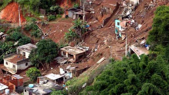 Miris, Rumah Warga di Pedalaman Aceh Barat Terbelah Diterjang Longsor
