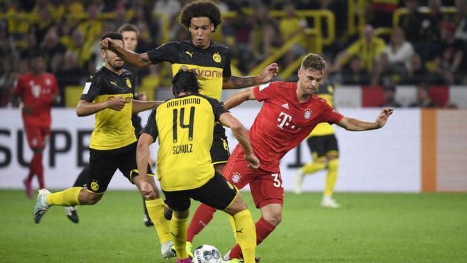 Bek Dortmund, Nico Schulz, dan bek Bayern Munchen, Joshua Kimmich, kembali berduel di Piala Super Jerman. (AFP/Ina Fassbender)