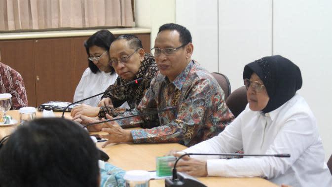 Wali Kota Surabaya Tri Rismahari (Risma) berkunjung ke Lembaga Penyakit Tropik (LPT) dan Rumah Sakit Pendidikan Unair pada Selasa (3/3/2020).
