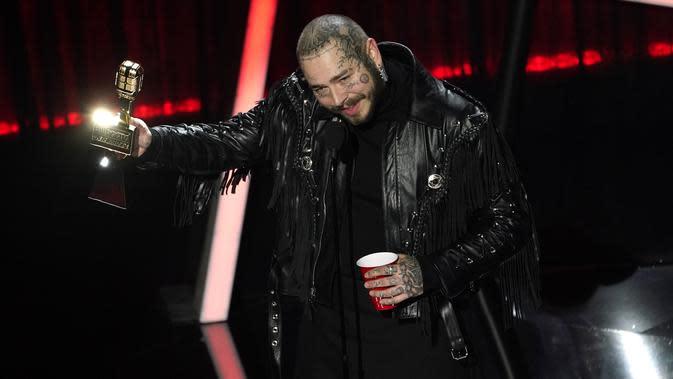 Post Malone dalam Billboard Music Awards 2020 (AP Photo/Chris Pizzello)