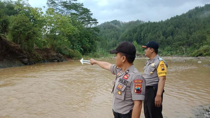 TKP tenggelamnya siswi MTs Ma'arif Sadang, Kebumen di Sungai Lukulo. (Foto: Liputan6.com/Humas Polres Kebumen/Muhamad Ridlo)