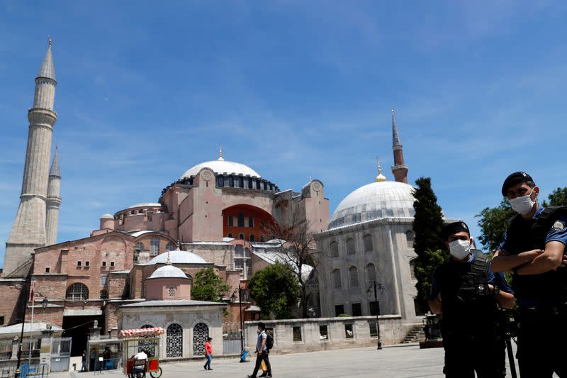 Turks stream out for first lockdown-free weekend in nearly two months