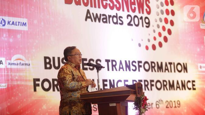 Menristek dan Kepala Badan Riset Inovasi Nasional Bambang Brodjonegoro memberi sambutan pada acara Indonesia BusinessNews Award 2019 di Jakarta, Rabu (6/11/2019). PT Surya Citra Media Tbk meraih The Best Innovation and Business Transformation in Multimedia Industry 2019. (Liputan6.com/Faizal Fanani)