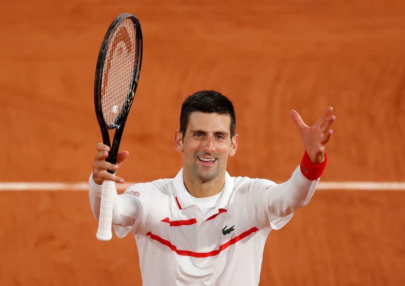 Djokovic sweeps past Galan into last 16