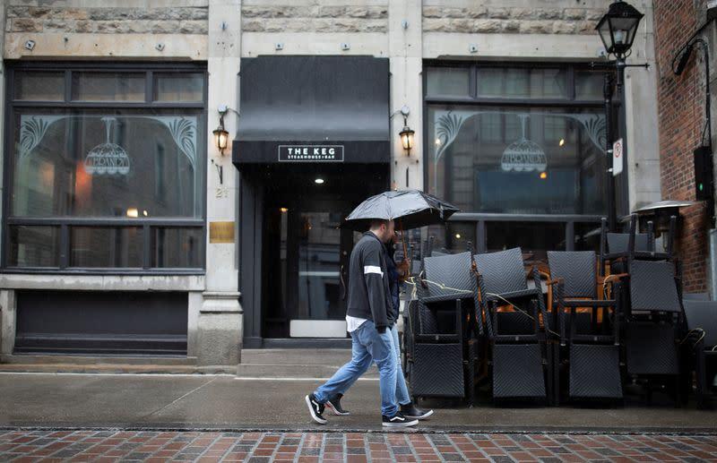 Quebec's new COVID-19 cases top 1,000; Ontario curbs restaurant, bar capacity