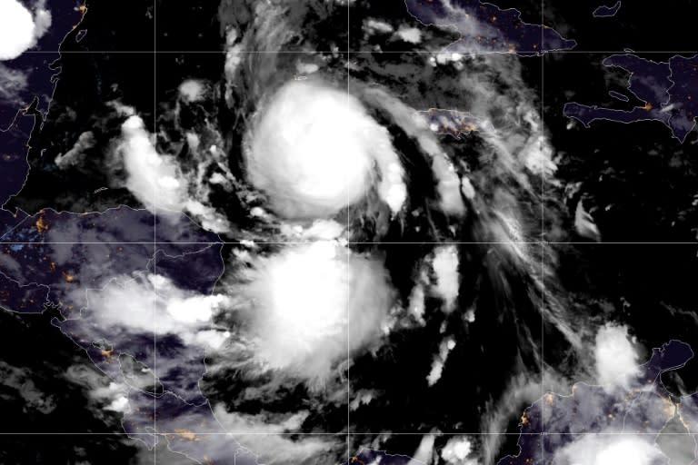 Mexico mobilises military as major hurricane approaches