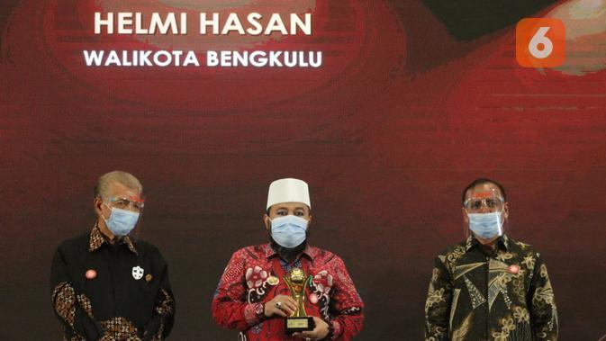 Camkoha! Wali Kota dan PDAM Bengkulu Sabet Penghargaan BUMD Award