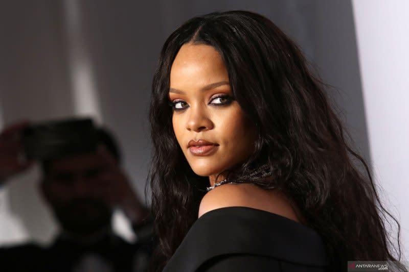 Rihanna kembali ke studio rekaman, segera rilis album baru
