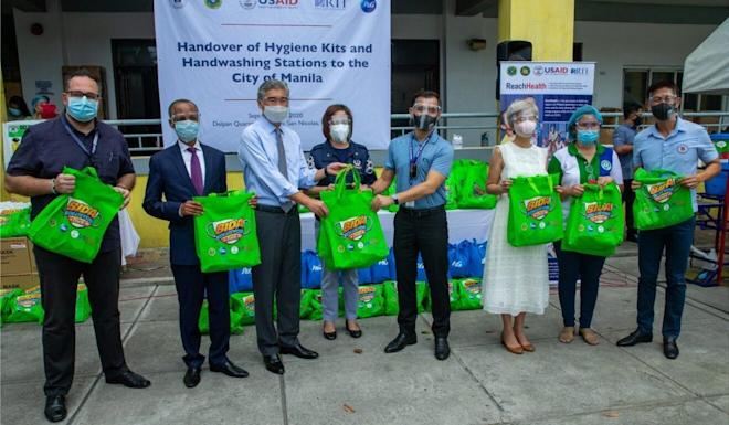 US ambassador to the Philippines Sung Kim (third left) helps with the handover of hygiene kits and handwashing stations to Manila. Photo: Facebook