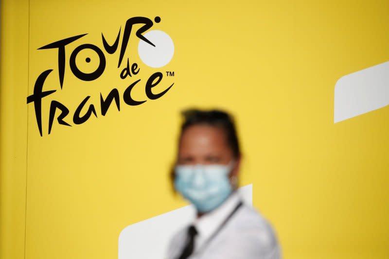 Dua anggota tim Lotto positif COVID-19 jelang start Tour de France