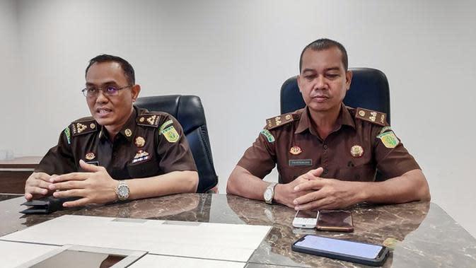 Asisten Pidana Khusus Kejati Riau Hilman Asasi dan Kasi Penkum Muspidauan SH. (Liputan6.com/M Syukur)