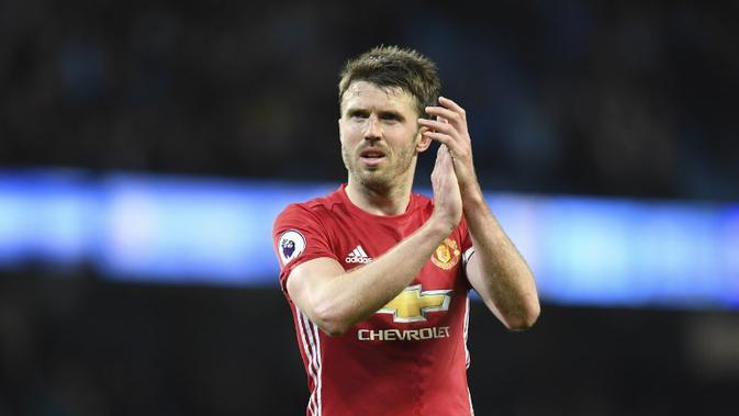 Gelandang Manchester United, Michael Carrick, mengonfirmasi keputusan pensiun dari dunia sepak bola akhir musim ini pada usia 36 tahun. (AFP/Paul Ellis)