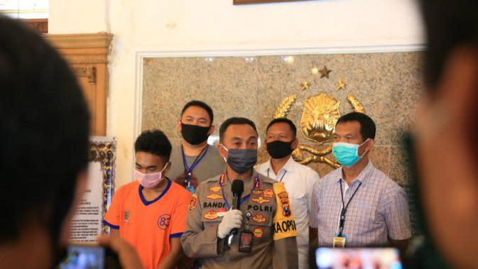 Polisi ungkap kasus pembunuhan seorang perempuan di apartemen di Surabaya, Kamis (23/4/2020). (Foto: Liputan6.com/Dian Kurniawan)