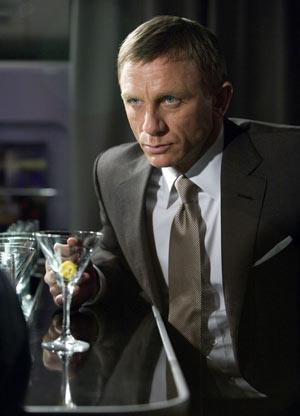 Fans react to James Bond drinking beer