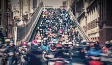 疫情趨緩經濟復甦 7月受僱數增3.7萬人