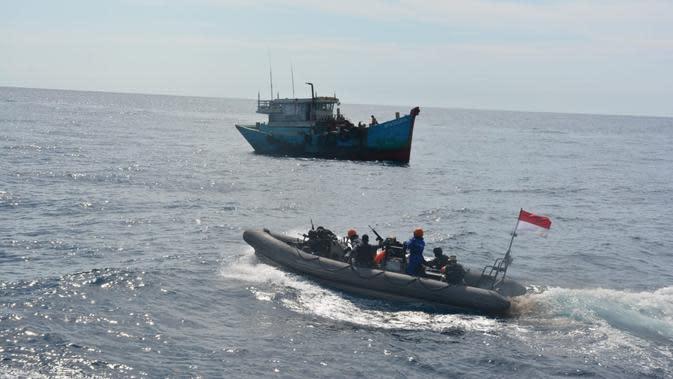 TNI Menangkap Dua Kapal Vietnam di Laut Natuna Utara. (Dokumentasi: TNI AL).