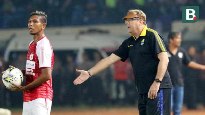Pelatih Persib Bandung, Robert Alberts (Bola.com/M Iqbal Ichsan)