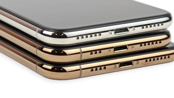 Garis antena pada bagian bawah iPhone XS dan iPhone XS Max yang tidak ada di iPhone X (Foto: iFixit)