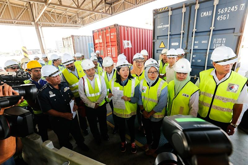 Minister of Energy, Science, Technology, Environment and Climate Change Yeoh Bee Yin (centre) during a site visit to the North Butterworth Container Terminal in Penang January 20, 2020. — Pictures by Sayuti Zainudin