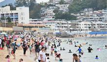 【長假第二天】長洲沙灘大批遊客嬉水 有市民稱不擔心受感染