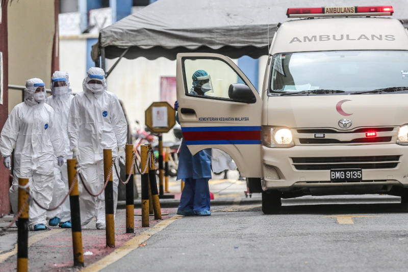 Health workers evacuate suspected Covid-19 victims from Menara City One during the enhanced movement control order (EMCO) in Kuala Lumpur April 5, 2020. — Picture by Firdaus Latif