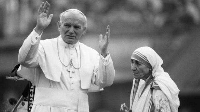 Bunda Teresa dan Paus Yohanes Paulus II (AFP)
