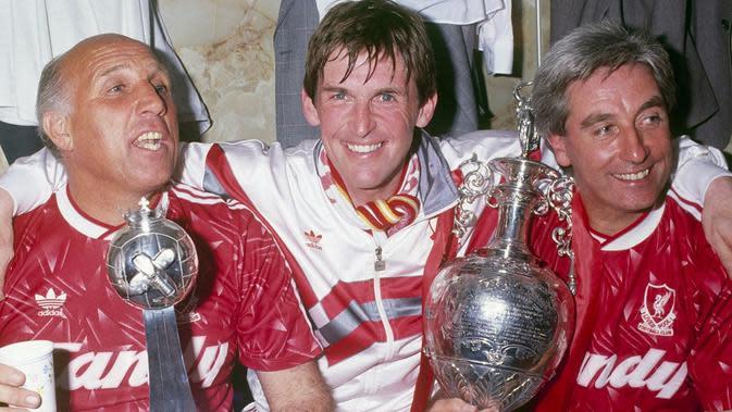Kenny Dalglish (tengah) saat menjuarai Liga Inggris musim 1989-1990. (Dok. Liverpool FC)
