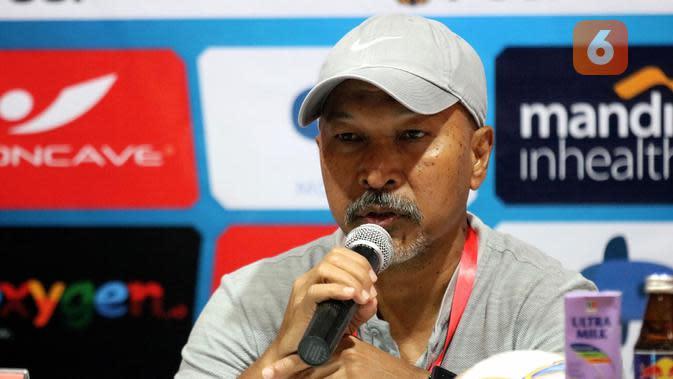 Fakhri Husaini, pelatih Timnas Indonesia U-19. (Bola.com/Aditya Wany)