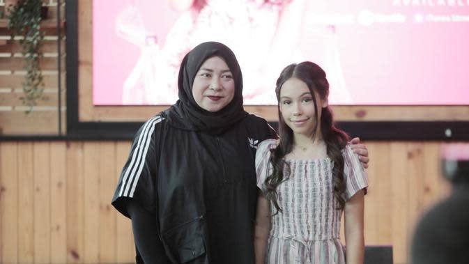 Melly Goeslaw dan Izellah (Dok Fimela.com)
