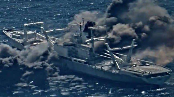 VIVA Militer: Kapal perang Angkatan Laut AS, USS Durham, ditembak rudal
