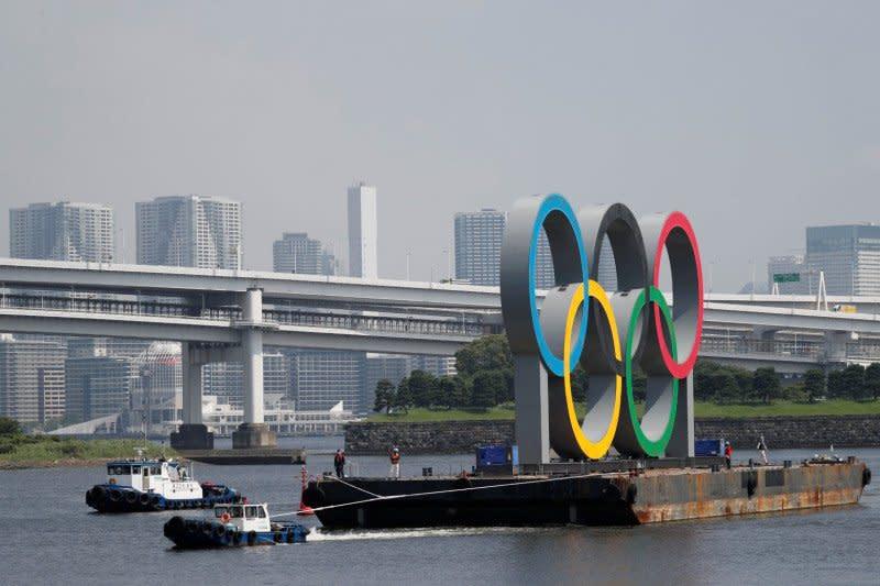 Monumen cincin Olimpiade dipindahkan sementara dari Teluk Tokyo