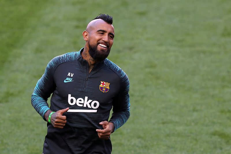 Vidal lands in Milan to complete move from Barca to Inter