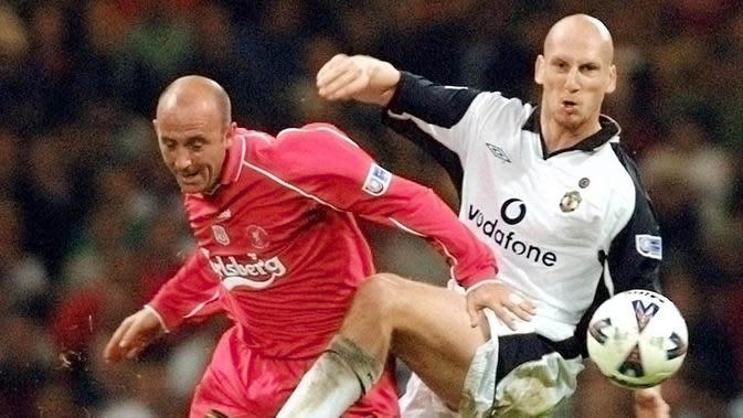 5. Jaap Stam - Benteng kokoh ini didatangkan Manchester United dari PSV Eindhoven pada 1998. Selama tiga musim bersama The Red Devils, Stam menyumbang total lima trofi domestik dan satu trofi Liga Champions. (AFP/Adrian Dennis)
