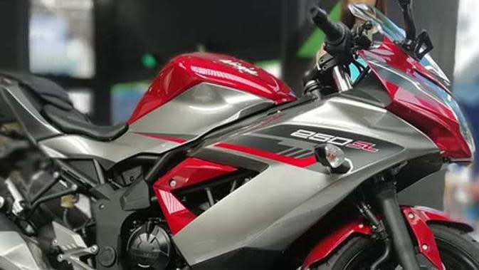 Warna baru Kawasaki Ninja 250 SL (Kawasaki Tangerang)