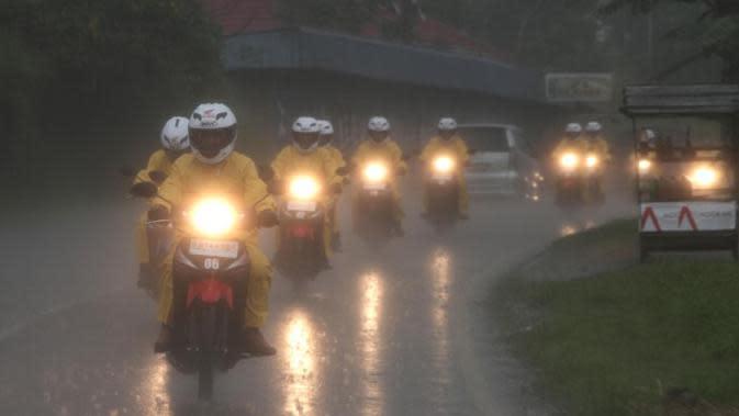 Musim Hujan, Perhatikan Teknik Pengereman yang Benar di Jalan Licin
