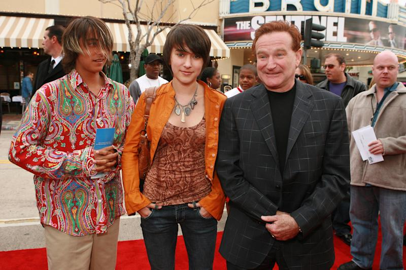 """Robin Williams with son Cody and daughter Zelda during Los Angeles Premiere of Columbia Pictures' """"RV"""" at Mann Village Theatre in Westwood, California, United States. (Photo by E. Charbonneau/WireImage for Sony Pictures-Los Angeles)"""