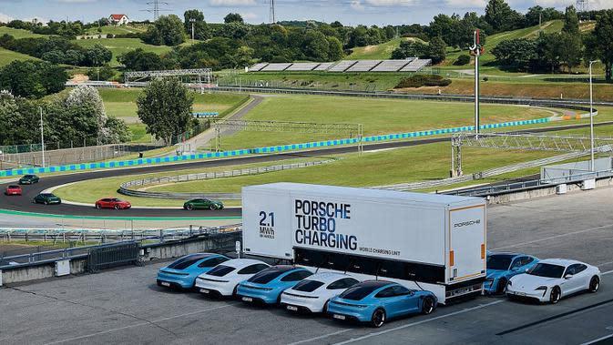 Solutif, Porsche Siapkan Truk Pengisi Daya untuk Taycan